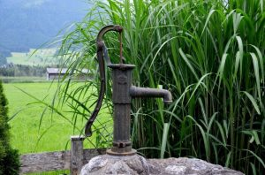 fountain-with-manual-water-pump-300x198