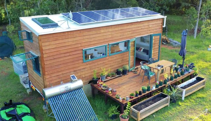 off-grid-tiny-house-perfection-5-696x433